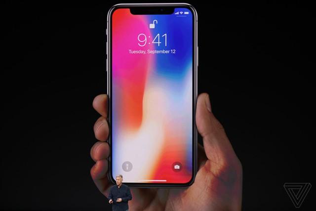 iPhone X sở hữu thiết kế tràn màn hình và công nghệ nhận diện khuôn mặt FaceID.