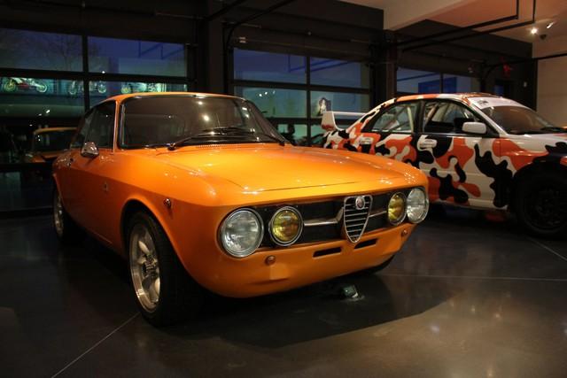 Chiếc xe Alfa Romeo 1750 GTV 1971 của Wilzig khiến chúng ta không thể rời mắt.