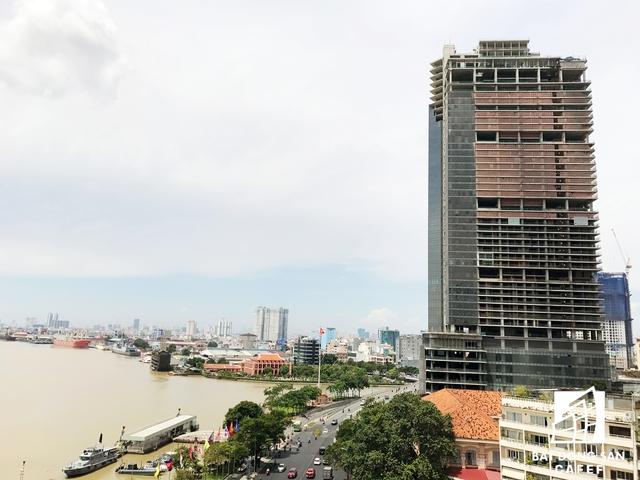 Chủ đầu tư dự án là CTCP Địa ốc Sài Gòn M&C (nay là CTCP Sài Gòn One Tower), gồm các cổ đông sáng lập: CTCP M&C (49%), Tổng Công ty Du lịch Sài Gòn (Saigontourist) (30%), Ngân hàng TMCP Đông Á (6%), Công ty TNHH Chứng khoán Ngân hàng Đông Á (10%), CTCP Vàng bạc đá quý Phú Nhuận (5%).