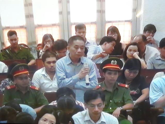 Phiên tòa sáng 7/9: Liên tục quanh co, cuối cùng ông Ninh Văn Quỳnh khai nhận khoảng 20 tỷ từ Nguyễn Xuân Sơn - Ảnh 1.