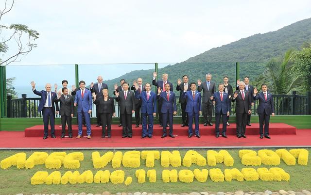 Các nhà lãnh đạo 21 nền kinh tế APEC chụp ảnh lưu niệm. Ảnh: Chinhphu.vn