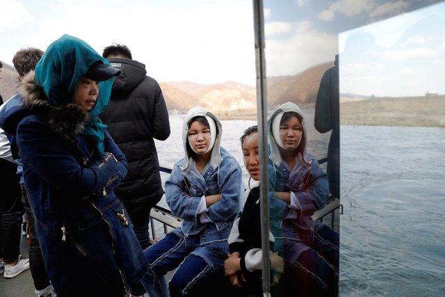 Ngoài ra, du khách cũng có thể đi thuyền trên sông Yalu, ranh giới tự nhiên giữa hai quốc gia.