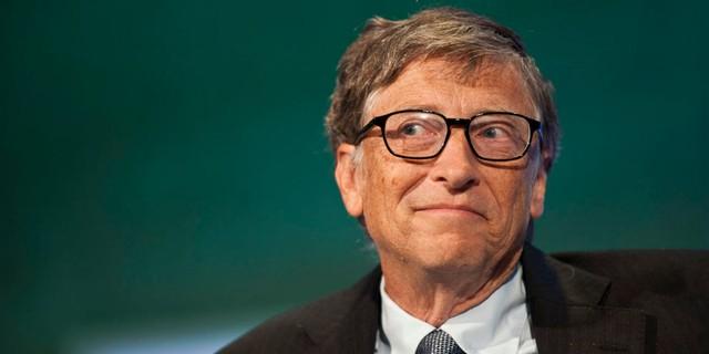 Ông chủ của tập đoàn công nghệ lớn bậc nhất thế giới Microsoft đã từ bỏ việc học tại Đại học Harvard để theo đuổi đam mê của mình. Khi nghỉ học, Bill Gates còn chưa quyết định theo chuyên ngành gì. Ông thường dùng phần lớn thời gian của mình để nghịch máy tính ở trường. Trong một cuộc phỏng vấn với Reddit AMA, Bill Gates thừa nhận, thời đi học ông ít khi tới lớn, nhưng lại thường xuyên có mặt ở các lớp học ông không đăng ký.