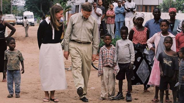 Bill Gates cam kết dùng phần lớn tài sản để làm từ thiện.