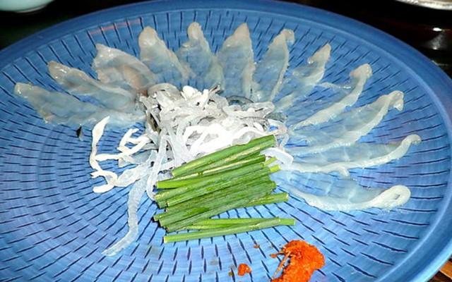 Thịt cá nóc Fugu của Nhật Bản có giá hàng trăm USD một lát mỏng dính (Ảnh: foodbeast)