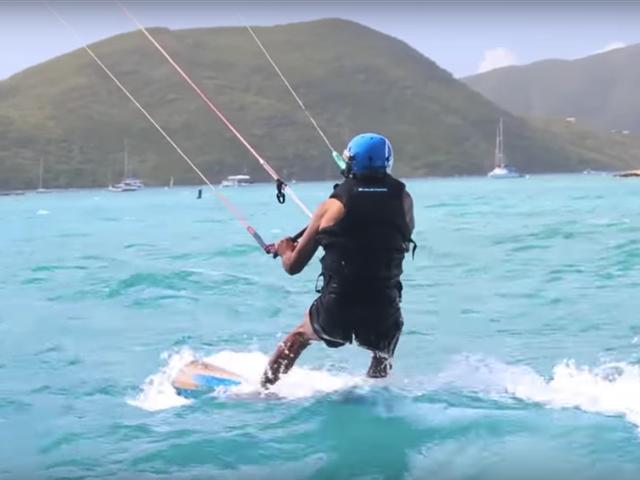 Tỷ phú Branson và cựu Tổng thống đã có một cuộc đua lướt ván diều thú vị.