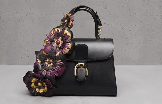 Giám đốc Christina Zeller luôn sáng tạo ra những chi tiết nâng cao giá trị và tính mỹ thuật của mỗi chiếc túi.