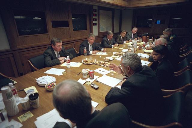 Sau đây là cuộc họp có Hội đồng An ninh Quốc gia ở Phòng Tình huống, Nhà Trắng.