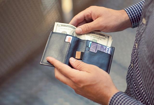 """Khi bạn càng cố gắng làm """"mỏng"""" ví, bạn sẽ càng dễ dàng tìm được thứ mình cần."""