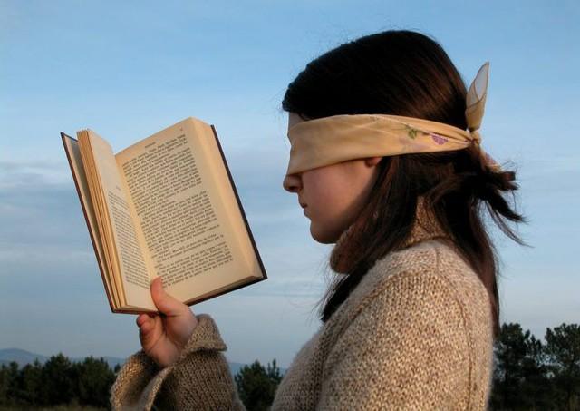 Những cuốn sách help-self giúp bạn xây dựng niềm tin cho bản thân, nhưng thực chất nó là một dạng ám thị.