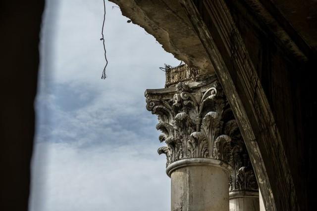 Một cây cột của tòa tháp được thiết kế công phu và tỷ mỉ. Rõ ràng, người ta muốn biến Sathorn Unique trở thành một tòa chung cư cao cấp.