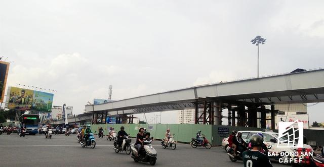 Một nhánh cầu Nguyễn Thái Sơn đang được thi công