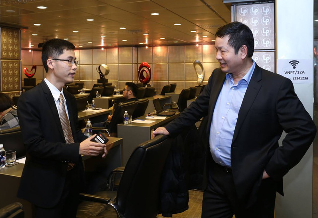 Ông Nguyễn Hữu Tuất, Tổng Giám đốc Công ty cổ phần công nghệ mPoS Việt Nam và ông Chủ tịch HĐQT FPT Trương Gia Bình.