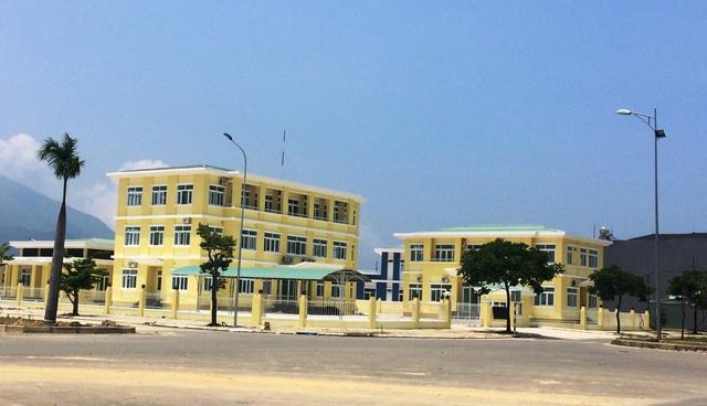 Cơ quan hành chính của phường đã được chủ đầu tư bỏ tiền xây dựng ngay cửa ngõ ra vao dự án.