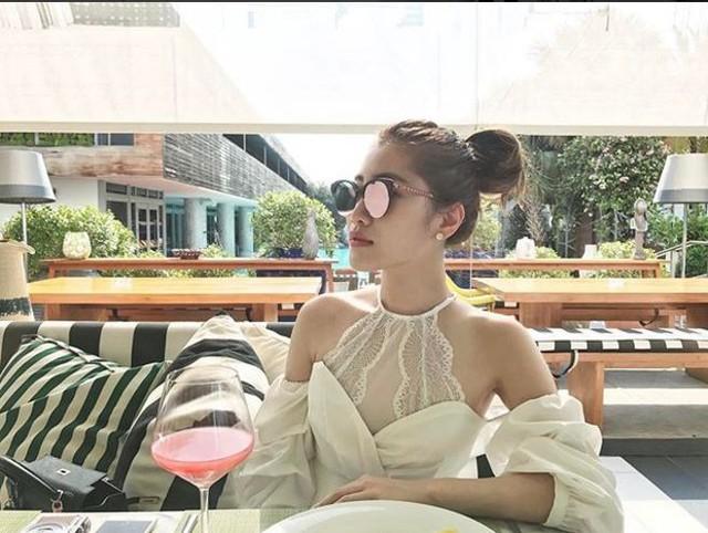 Xinh đẹp và đẳng cấp là những từ hội con nhà giàu miêu tả về nữ CEO 28 tuổi này.