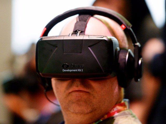 Ra đời trong một gara ở Irvine, California vào tháng 6/2012, thiết bị thực tế ảo Oculus nhanh chóng tạo tiếng vang toàn cầu và được Facebook mua lại với giá 2 tỷ USD vào năm 2014.