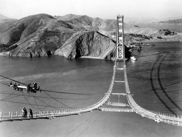 Thời điểm đó, dư luận Mỹ cảm thấy sửng sốt khi nhìn thấy bản vẽ thiết kế của cây cầu. Chính vẻ đẹp kiều diễm khiến cử tri nhanh chóng thông quan khoản ngân sách 35 triệu USD để xây dựng công trình này.
