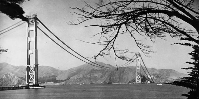 Vào thời điểm bấy giờ, cầu Cổng Vàng là cầu dây văng dài nhất từng được xây dựng. Người ta dùng hết 1,2 triệu đinh tán, 120.000 km dây cáp (được bện lại để chịu lực lớn).