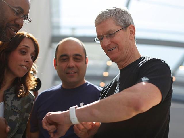 Lúc 5 giờ sáng, Cook đi tới phòng tập. Tuy nhiên, ông không sử dụng phòng tập trong đại bản doanh của Apple mà ra ngoài vì thích như vậy.
