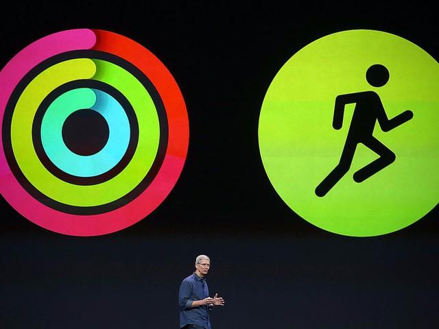 Tim Cook được mô tả là người tập thể dục rất chăm chỉ. Kết hợp với việc sử dụng một chiếc Apple Watch, Cook có thể giữ được thể hình mong muốn hay thậm chí là giảm cân khi cần thiết.