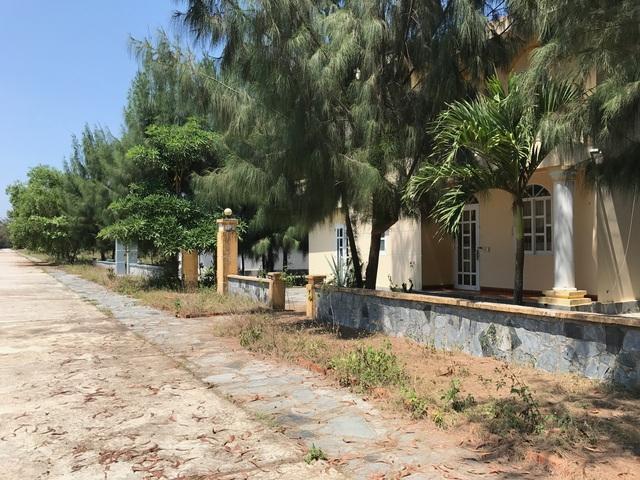 Hàng loạt biệt thự không bóng người bên trong dự án khu nghỉ dưỡng Sandina Resort