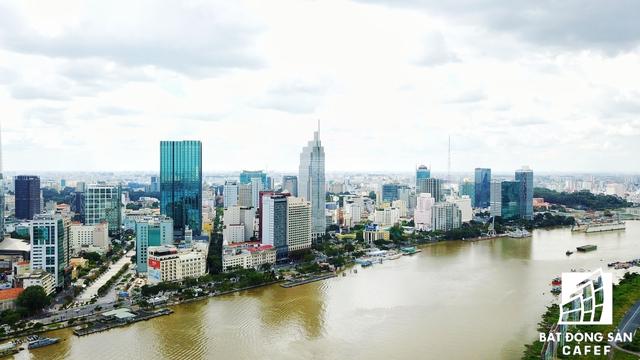 Dọc bờ sông Sài Gòn - khu vực Bến Bạch Đằng và tuyến đường Tôn Đức Thắng - đang có hoạt động M&A dự án khách sạn diễn ra khá quyết liệt. Khu vực này còn được mệnh danh là phố Nhật Bản bởi nhiều nhà đầu tư từ nước này đã thâu tóm một số khách sạn cao tầng.