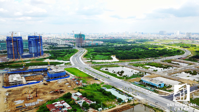 Theo quy hoạch được phê duyệt, khu đô thị mới Thủ Thiêm có 24 cầu bắc qua các kênh rạch. Trong đó, đã triển khai đầu tư 16 cầu (thuộc dự án 4 tuyến đường chính; dự án hạ tầng kỹ thuật khu dân cư phía bắc; dự án khu lâm viên sinh thái phía nam và các cầu kết nối khu II - khu III và bắc qua rạch Cá Trê Nhỏ).