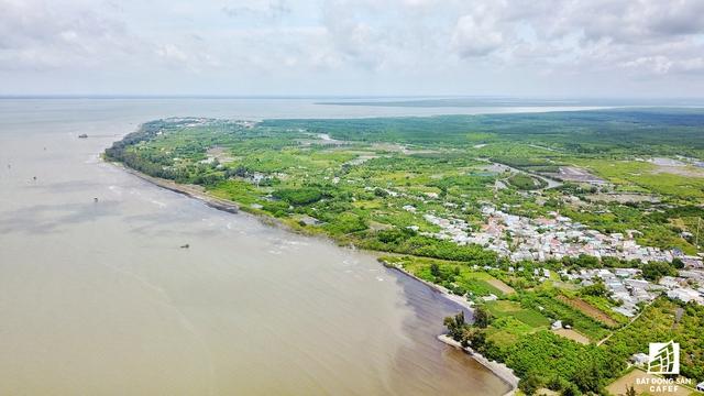Phần đất rộng lớn chạy dọc bờ biển được cho là đã được chúa đảo Tuần Châu Đào Hồng Tuyển xí phần.