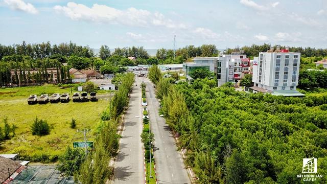 Khu trung tâm thị trấn huyện Cần Giờ. Hiện tại theo tìm hiểu, IDC, Thủ Đức House, công ty địa ốc Phước Lộc... đã bắt đầu rục rịch triển khai dự án nghỉ dưỡng tại đây.