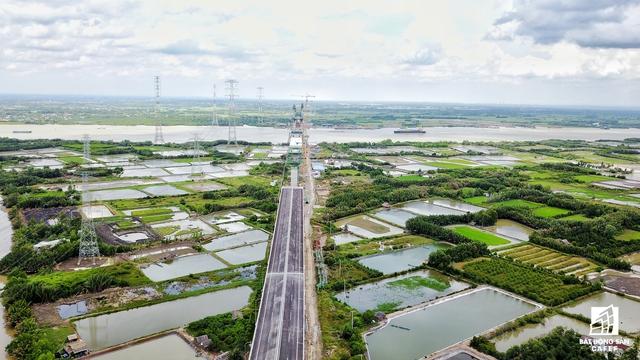 Hạ tầng giao thông đang được đầu tư rầm rộ tại huyện đảo này.