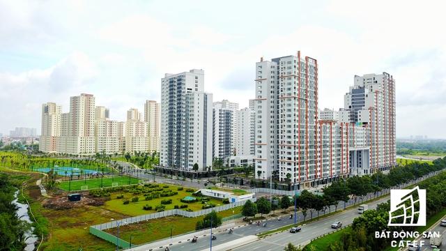 Các block nhà được giao cho nhiều chủ đầu tư như Tiến Phước, Trần Thái, Thuận Việt, Đức Khải, Keppel Land... Hiện nay, hàng loạt block cao tầng khu tái định cư này đã hoàn thiện san sát nhau.