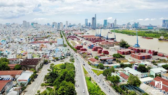 Theo quy hoạch, đường Nguyễn Tất Thành đoạn qua khu vực Nhà Rồng - Khánh Hội và đoạn đường Đoàn Như Hài trong khu vực cảng sẽ được mở rộng để đáp ứng nhu cầu đi lại trong tương lai.