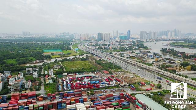 Dự án này tọa lạc tại một vị trí có hệ thống giao thông kết nối đồng bộ, đặc biệt nằm cạnh 3 nhà ga lớn thuộc tuyến metro sô 1 Bến Thành - Suối Tiên