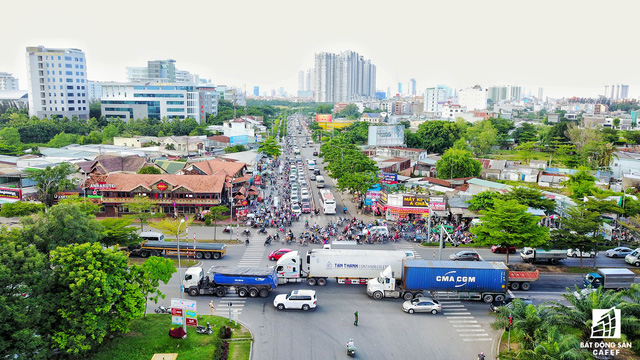 TP.HCM đã có quyết định giao công ty Phú Mỹ Hưng đầu tư dự án hầm chui tại nút giao Nguyễn Văn Linh - Nguyễn Hữu Thọ. Tuy nhiên, áp lực ngày một đè nặng lên tuyến đường kết nối với trung tâm Sài Gòn này