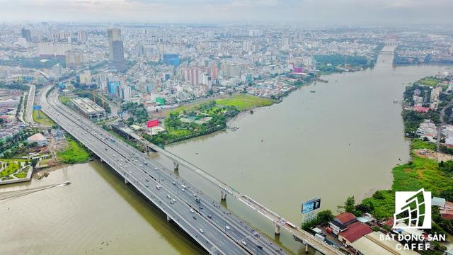 Dự án có tầm nhìn bao quát dọc sông Sài Gòn, và kết nối giao thông khá thuận lợi nhờ vào hệ thống cầu đường rộng lớn xung quanh.