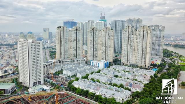 Dọc con đường này được nhiều chủ đầu tư lựa chọn làm dự án nhà ở bởi vì có bờ sông Sài Gòn tuyệt đẹp, tầm nhìn về khu đô thị mới Thủ Thiêm.