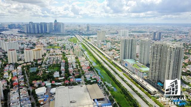 Dự án tọa lạc ngay vị trí cửa ngõ ra vào khu Đông Sài Gòn, cạnh bên nhà ga metro Tân Cảng và ga Ba Son.
