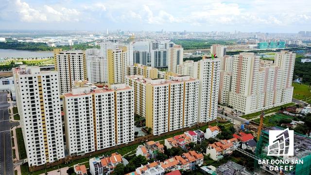 Toàn cảnh Khu tái định cư sang chảnh không thua gì các khu đô thị cao cấp tại TP.HCM được nhìn từ bờ sông Sài Gòn.