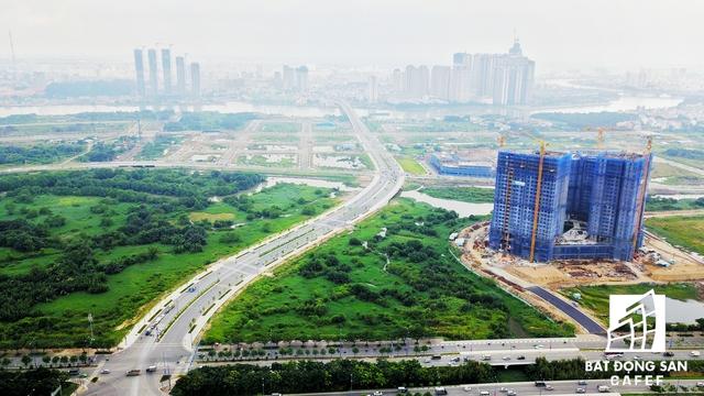 Sau khi bàn giao giai đoạn 1 với hàng trăm biệt thự, khu đô thị Sa La đang triển khai nhiều dự án căn hộ chung cư cao cấp tại khu vực này