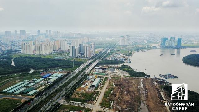 Hạ tầng giao thông quanh khu đôthi5 Thủ Thiêm đã được đầu tư khá lớn, giúp kết nối thông suốt với các khu vực