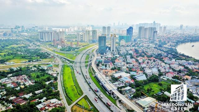 Tuyến Mai Chí Thọ sau khi qua khỏi hầm chui vượt sông Sài Gòn đến Xa lộ Hà Nội.