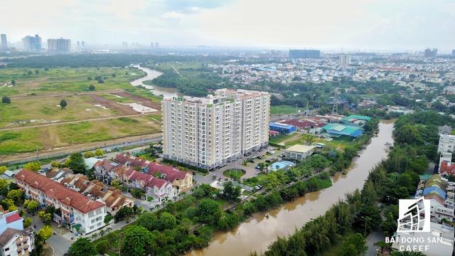Nhiều dự án căn hộ của khu Đông cũng ghi nhận mức tăng giá mạnh so với năm ngoái.