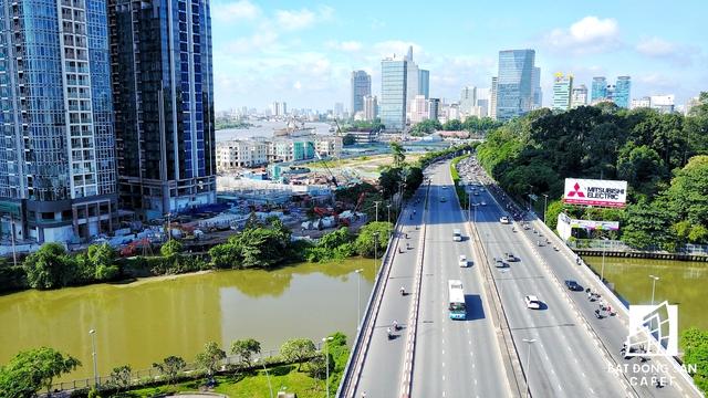 Cầu Nguyễn Hữu Cảnh hướng vào đường Tôn Đức Thắng - nơi sắp tới sẽ có dự án cầu Thủ Thiêm 2.