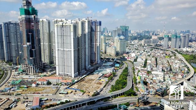 The Landmark 81 có tổng diện tích sàn 141.000 m2, gồm khách sạn, căn hộ dịch vụ, thương mại Officetel, trung tâm mua sắm...sân trượt băng trong nhà 2000m2, club house rộng 1000m2, phòng gym rộng tới 3000m2. Đặc biệt, khu căn hộ hiện đại (tầng 6 - 40) với căn hộ 1 - 4 phòng ngủ, sky villa; Khách sạn Vinpearl 5 sao (tầng 42 - 76); Đài quan sát 360 độ (tầng 79 - 81)...