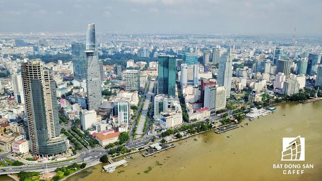 TP.HCM còn có chủ trương giao Tổng công ty Du lịch Sài Gòn triển khai đầu tư dự án trung tâm thương mại ngầm dọc Bến Bạch Đằng, với một bến du thuyền cao cấp phục vụ du lịch.