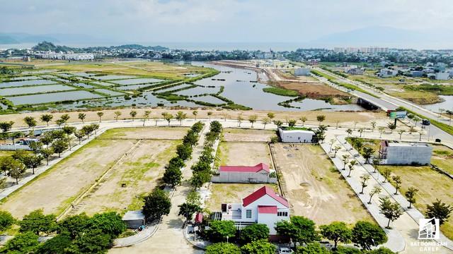 Đại diện chủ đầu tư cho biết, hiện tại ngoài khu A, có hai đại gia địa ốc của TP.HCM đang làm việc với đơn vị nhằm hợp tác đầu tư phát triển các khu còn lại theo mô hình biệt thự nghỉ dưỡng, nhà phố.