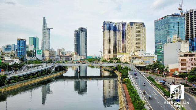 Tòa nhà cao thứ 3 TP.HCM nhìn từ hướng Bến Vân Đồn, quận 4.