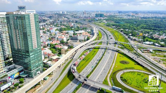 Nút giao Mai Chí Thọ - Xa lộ Hà Nội. Đây là khu vực có nhiều dự án nhất tại khu Đông TP.HCM vì hạ tầng giao thông kết nối quy mô lớn.
