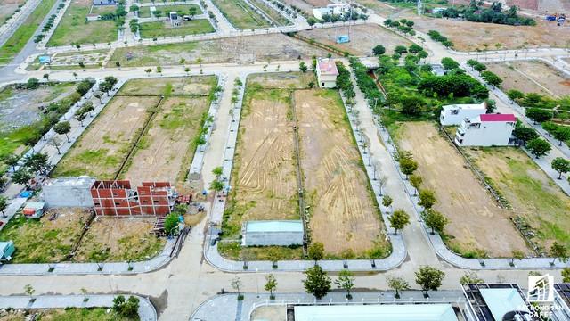 Hiện nay khách hàng đã bắt đầu xây dựng nhà cửa trong khu đô thị.