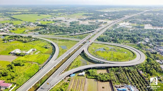Nhận thức tầm quan trọng của hạ tầng giao thông và thực trạng nhiều cầu đường còn yếu kém, thiếu kết nối nên tỉnh Long An đã ưu tiên đầu tư khoảng 46% nguồn vốn vào lĩnh vực này.